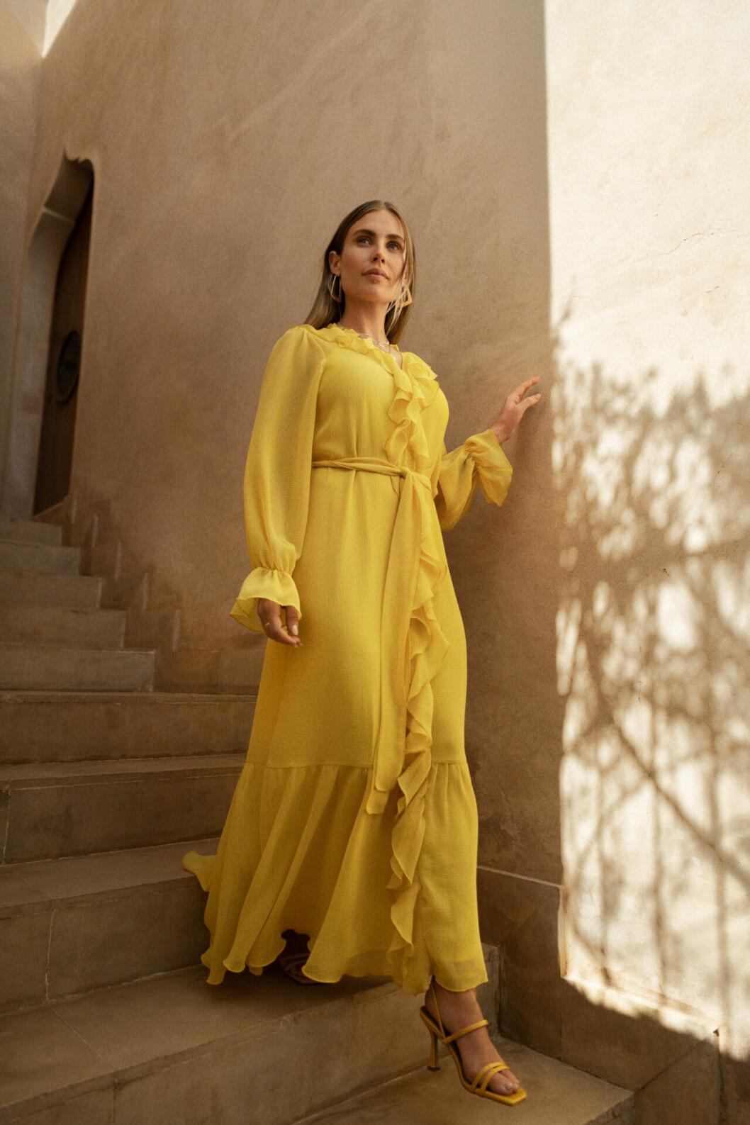 Maja Nilsson Lindelöf x Gina tricot – gul klänning