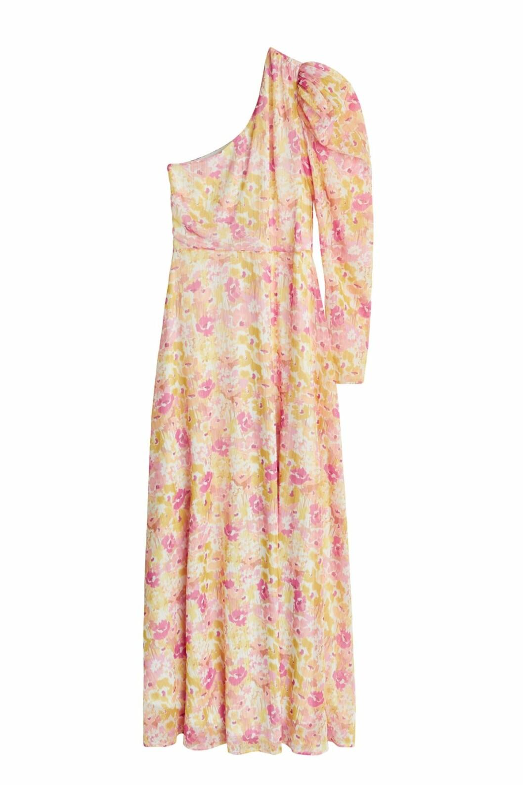 Maja Nilsson Lindelöf släpper kollektion med Gina tricot –blommig långklänning