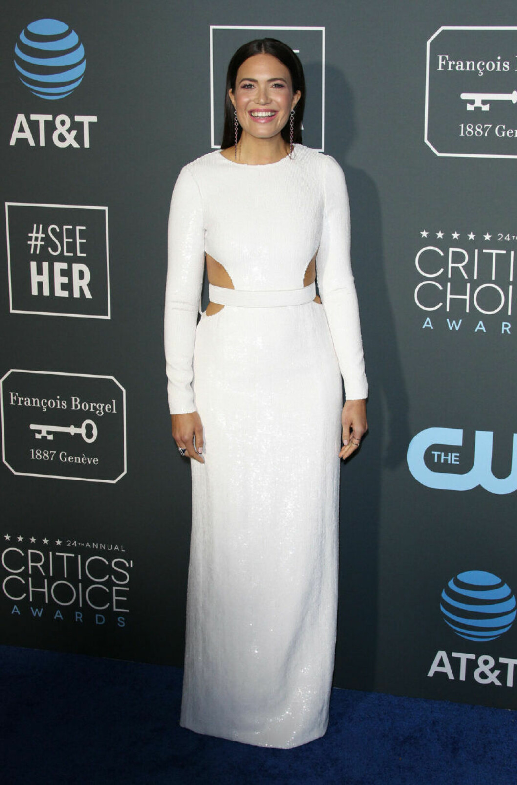 Mandy Moore på röda mattan på Critics Choice Awards 2019