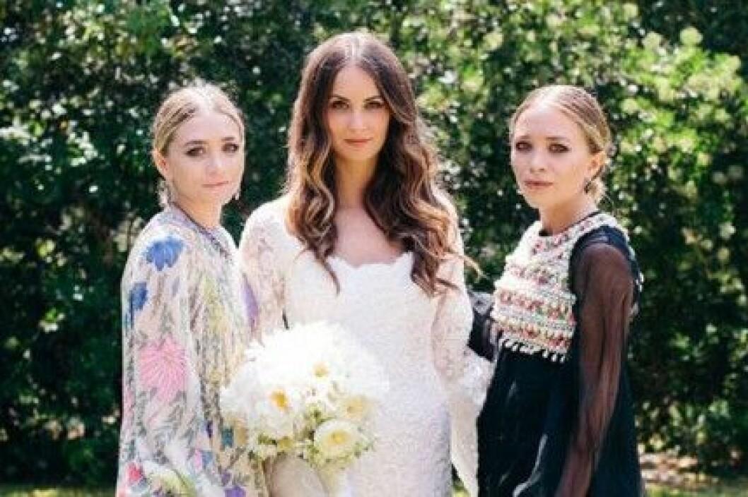 Mary-Kate och Ashley Olsen har designat en brudklänning åt Molly Fishkin.