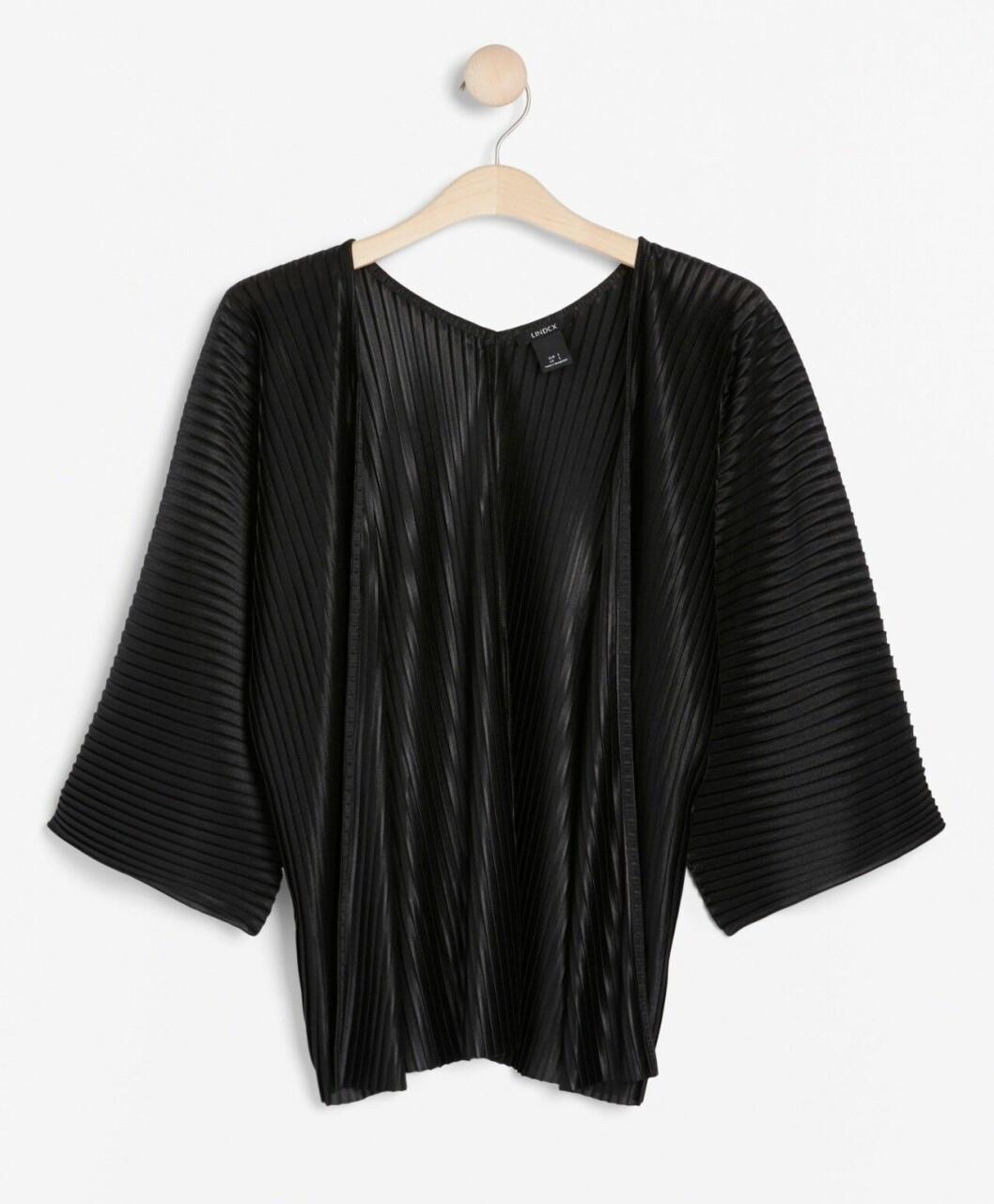 Matchande set: Svart plisserad jacka för dam