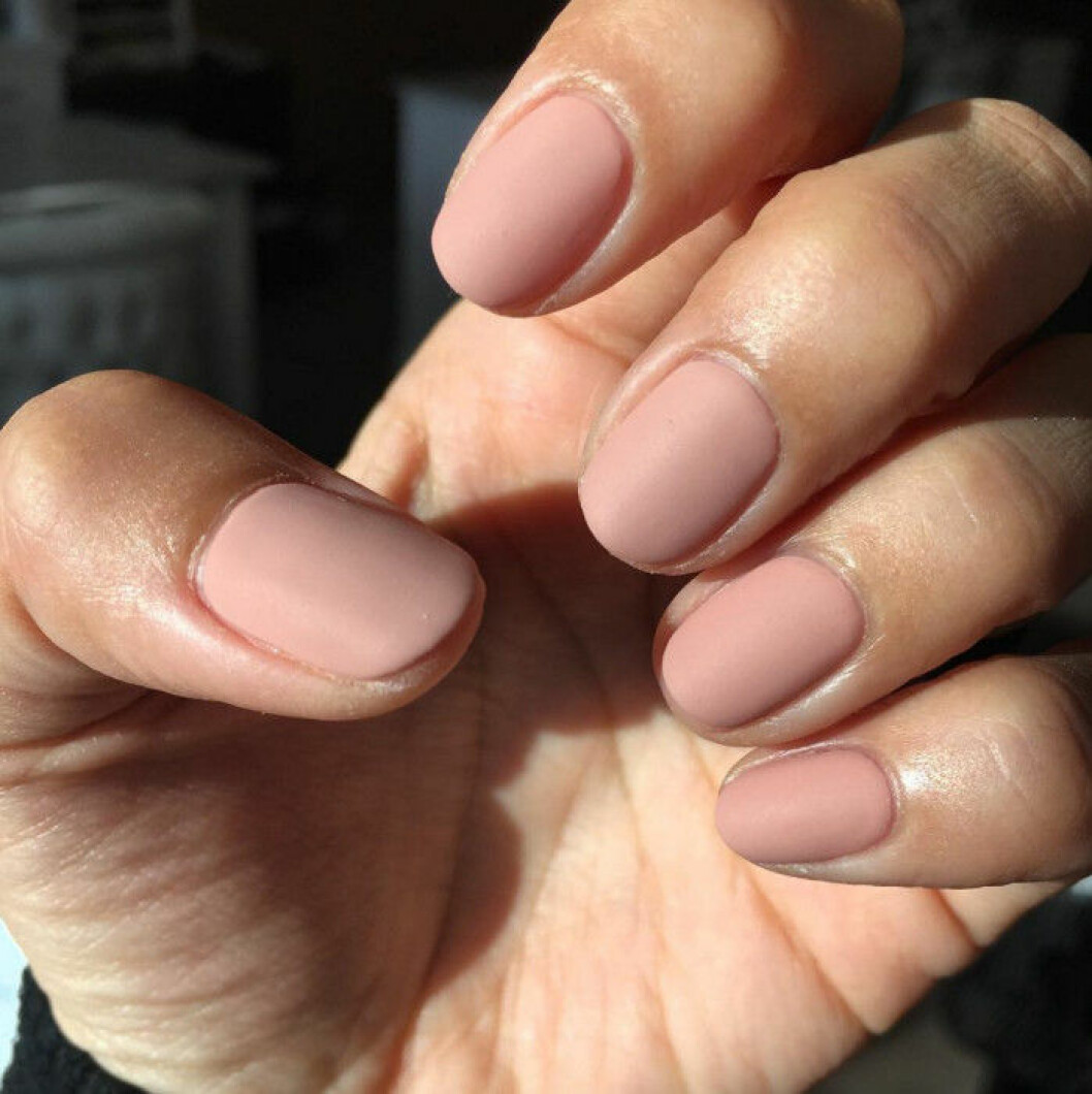 matta rosa naglar
