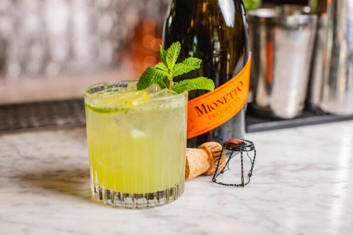 Grön drink med mynta