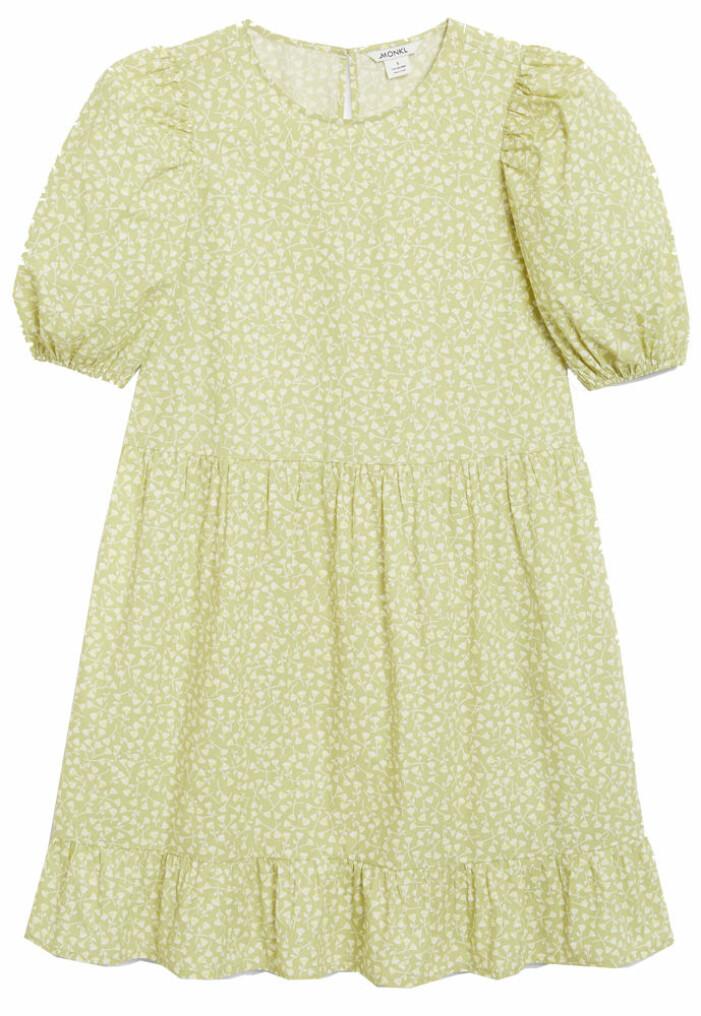 limegrön klänning med blommor från Monki