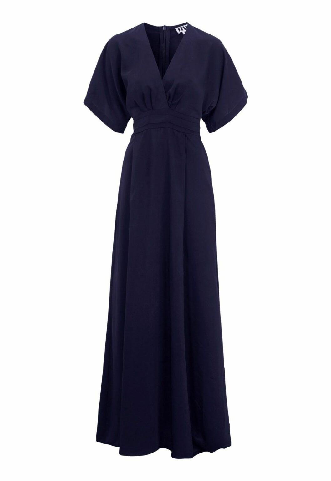 Blå maxiklänning med v-ringning till bröllop