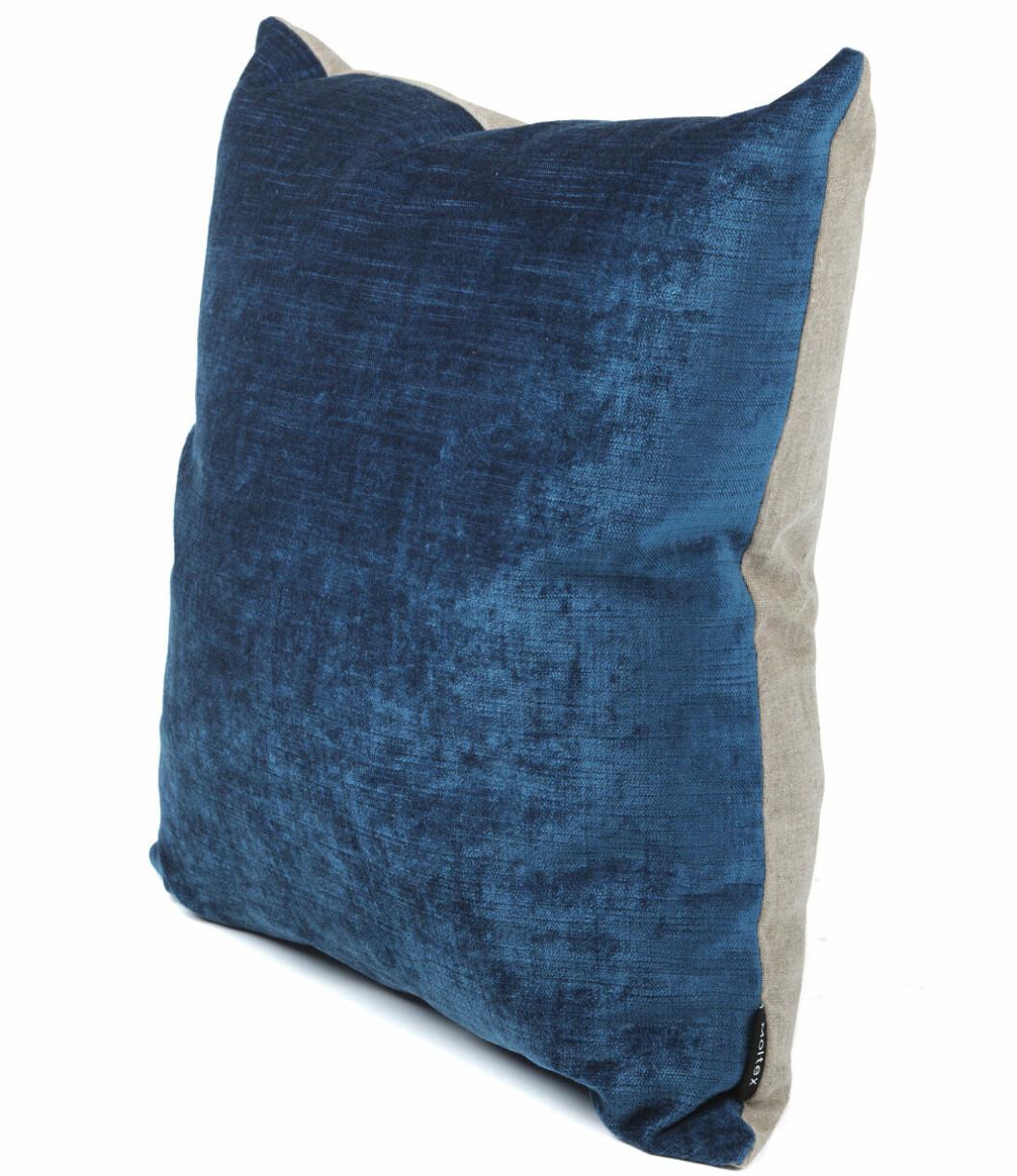 mörkblå kudde sammet