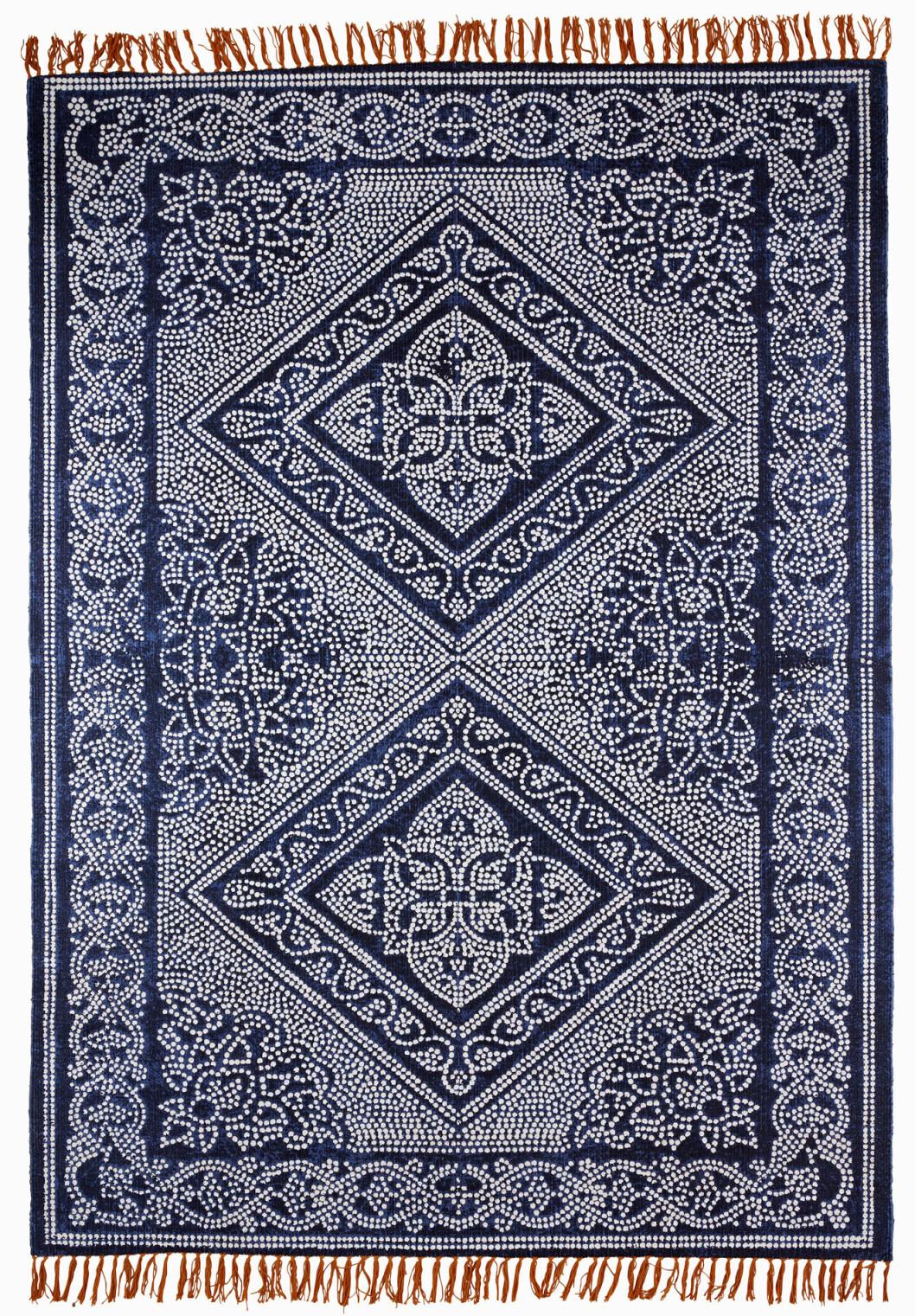 mörkblå matta mönstrad
