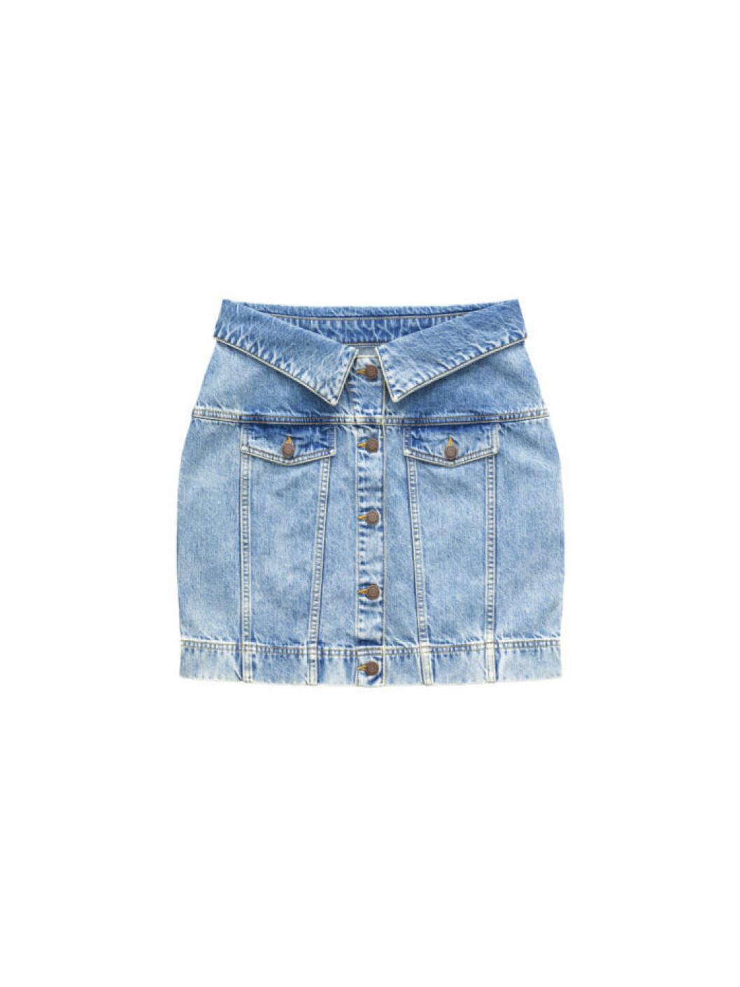 Kort jeanskjol ur Moschinos kollektion för H&M