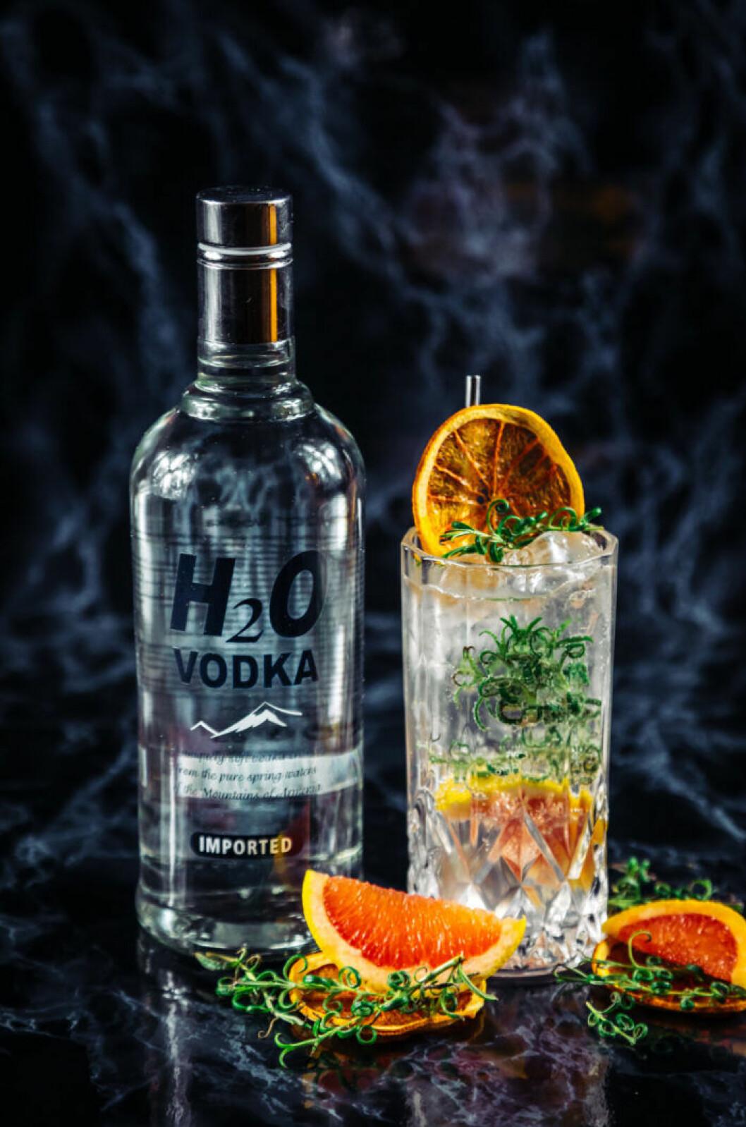 Vodkadrink med smak av rosmarin och grapefrukt.
