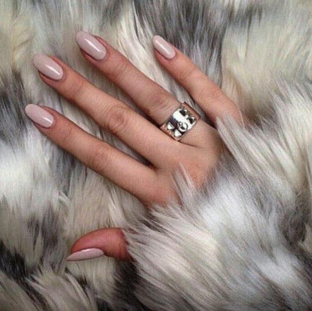 naglar nude pals