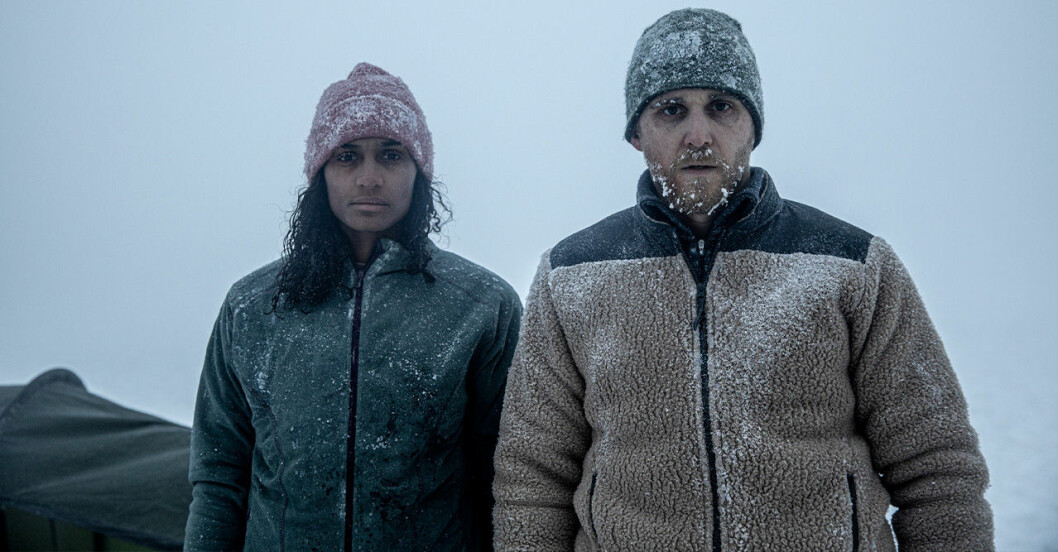 Nanna Blondell och Anastasios Soulis i Netflix-filmen Red Dot.