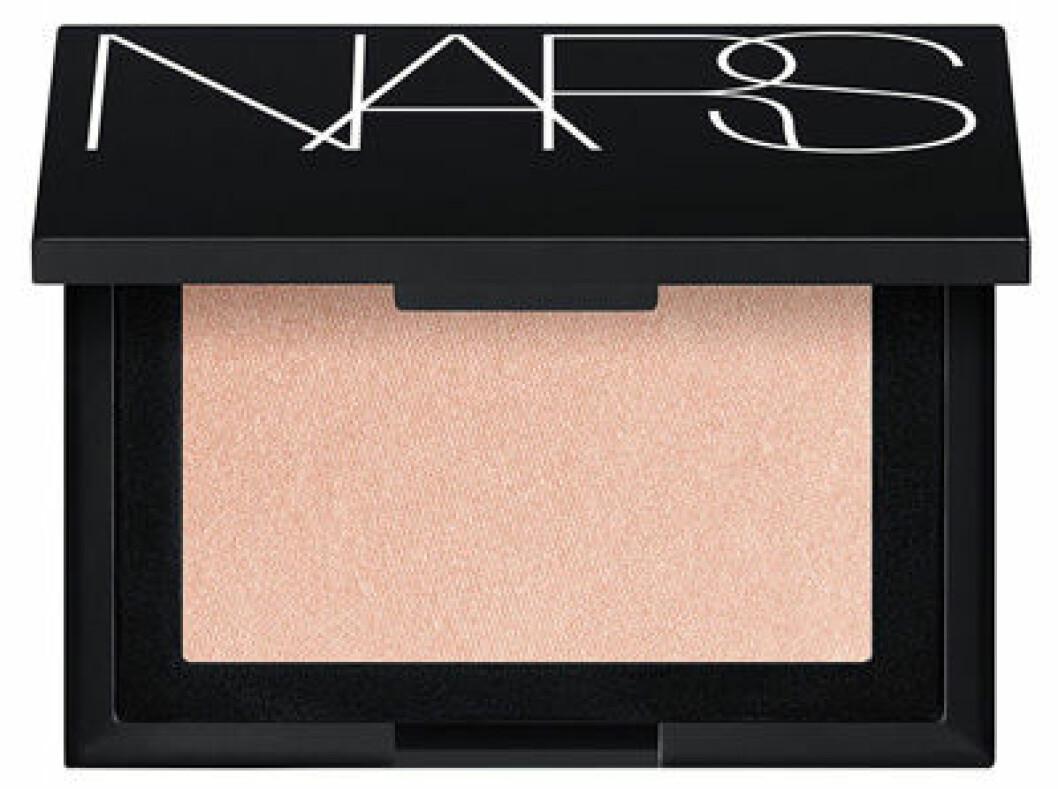 En bild på produkten Nars Highlighting Powder Capri som du kan köpa på Kicks.