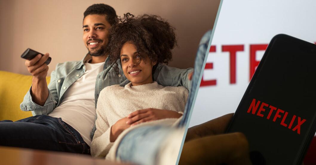 Ett par sitter i soffan med fjärrkontroll