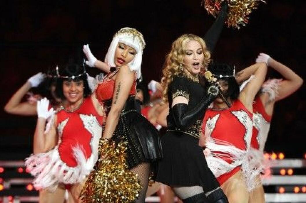 Madonna uppträder med Nicki Minaj på Super Bowl 2012.