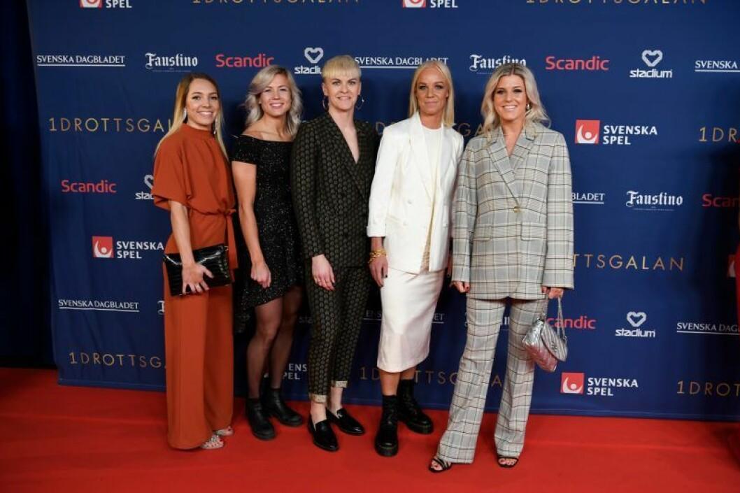 Elin Rubensson, Hanna Glas, Nilla Fischer, Caroline Seger och Olivia Schough på röda mattan på Idrottsgalan 2020