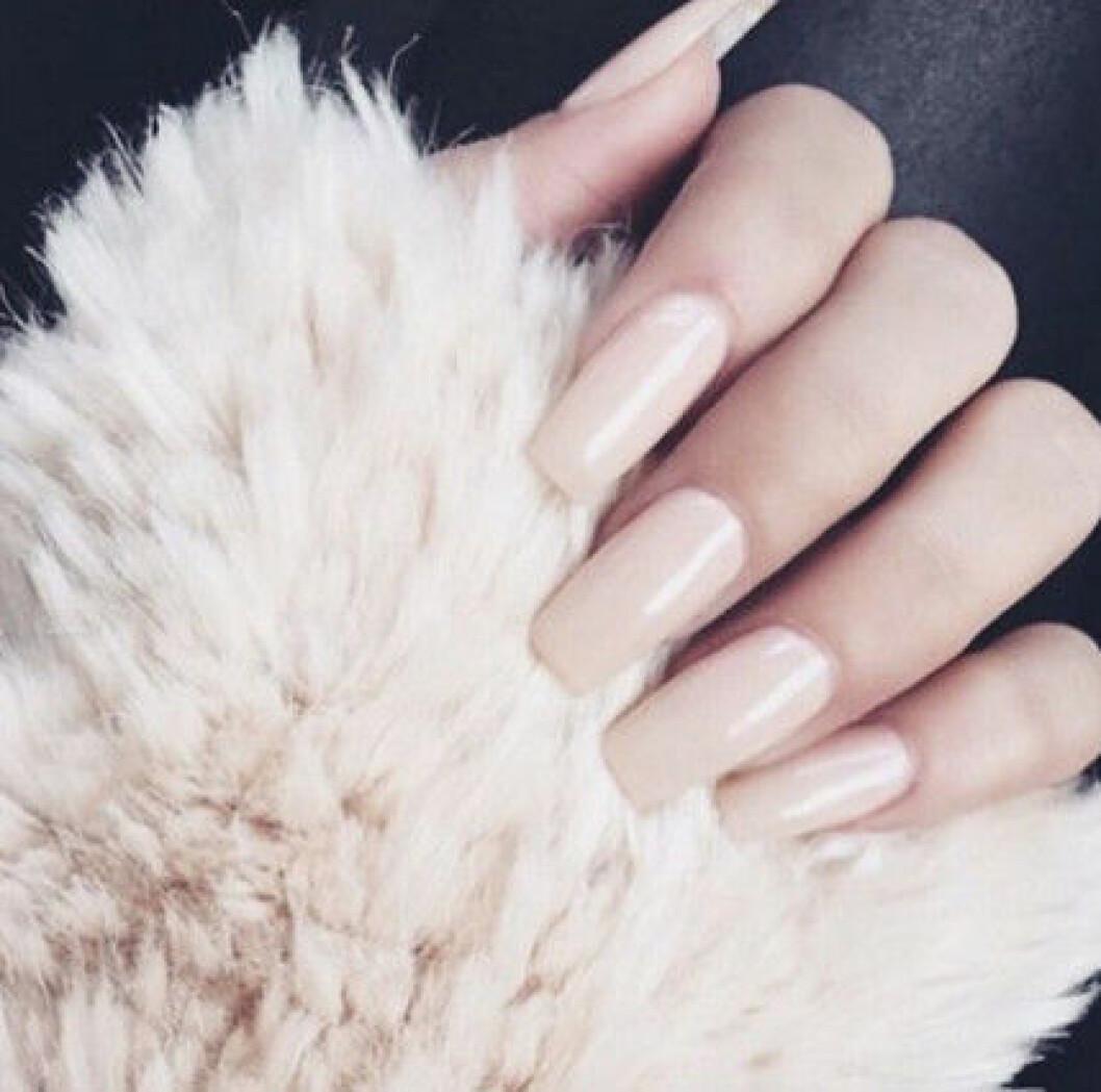 nude langa naglar