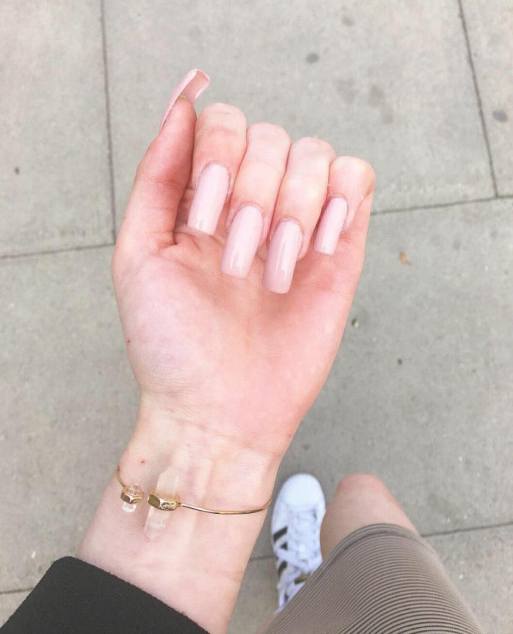 nude vit rosa naglar