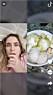 En tjej ser chockad ut och tittar på en video på glass med olivolja och salt