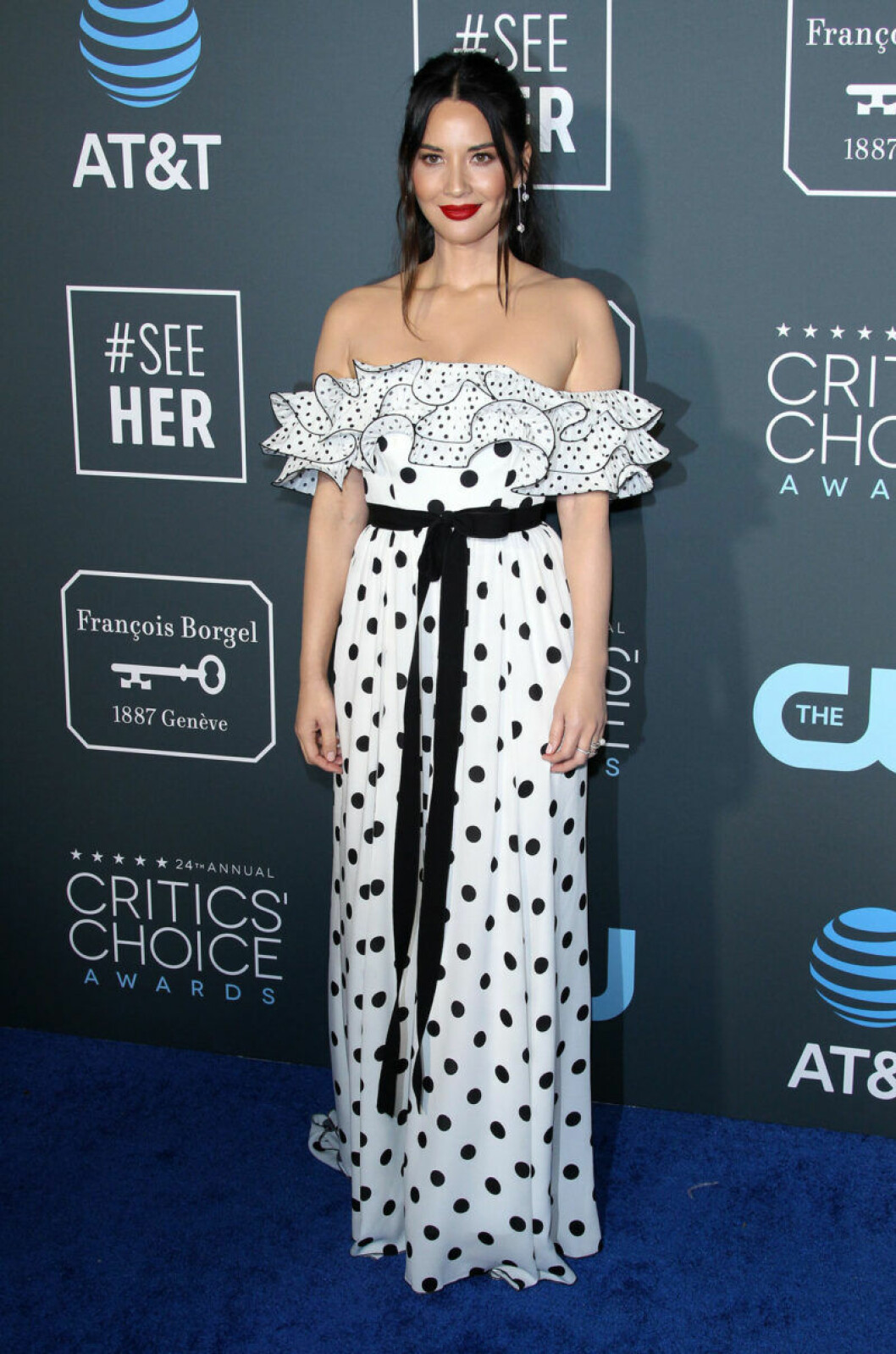 Olivia Munn på röda mattan på Critics Choice Awards 2019