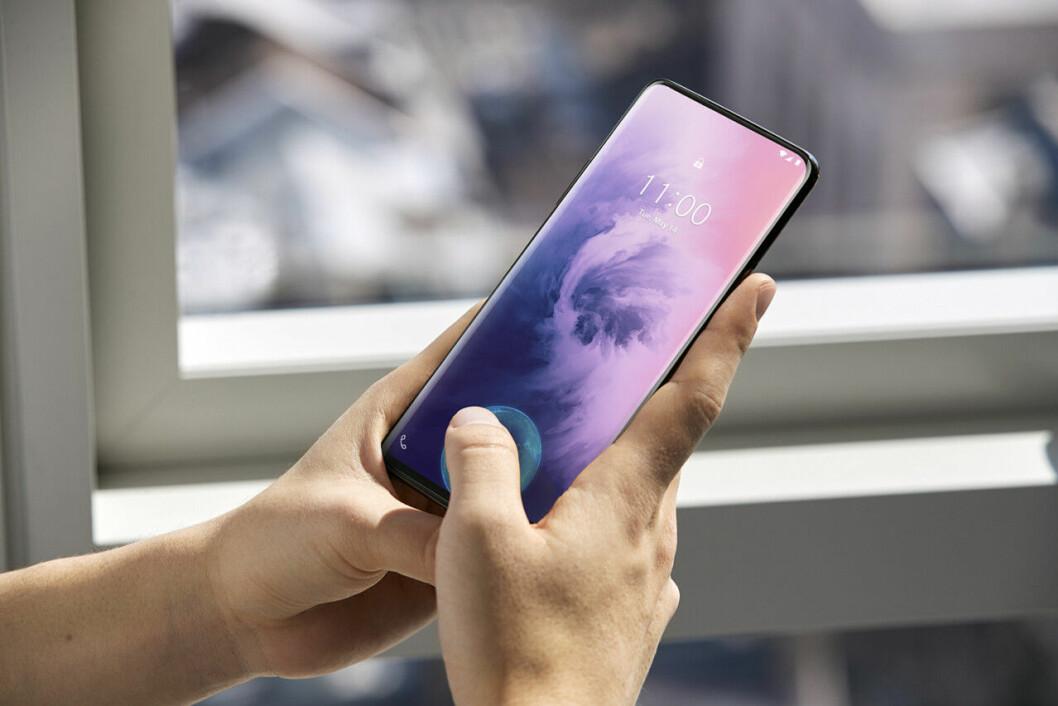 Oneplus 7 Pro Fingeravtrycksläsare ligger under glaset