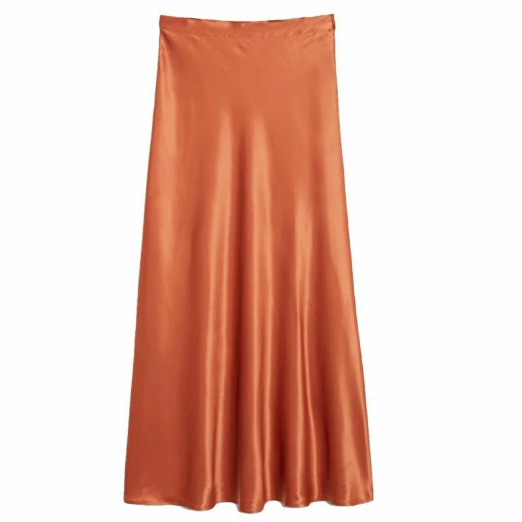 Orange kjol i satinmaterial