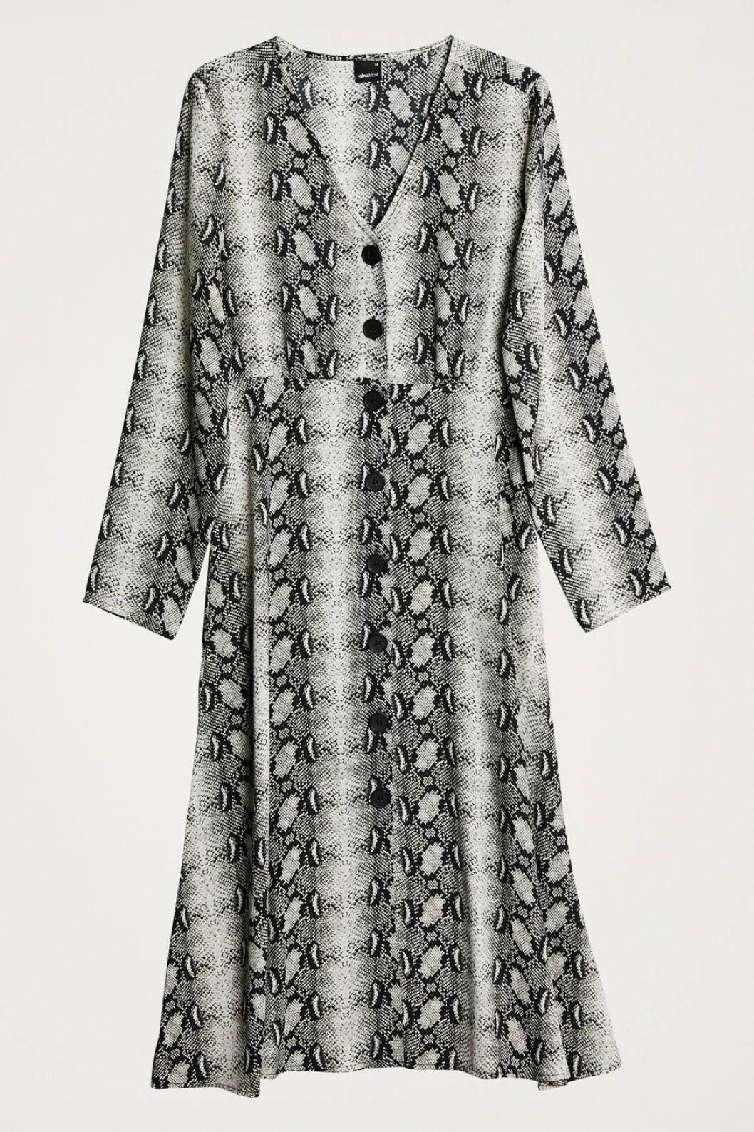 Ormskinnsmönstrad klänning
