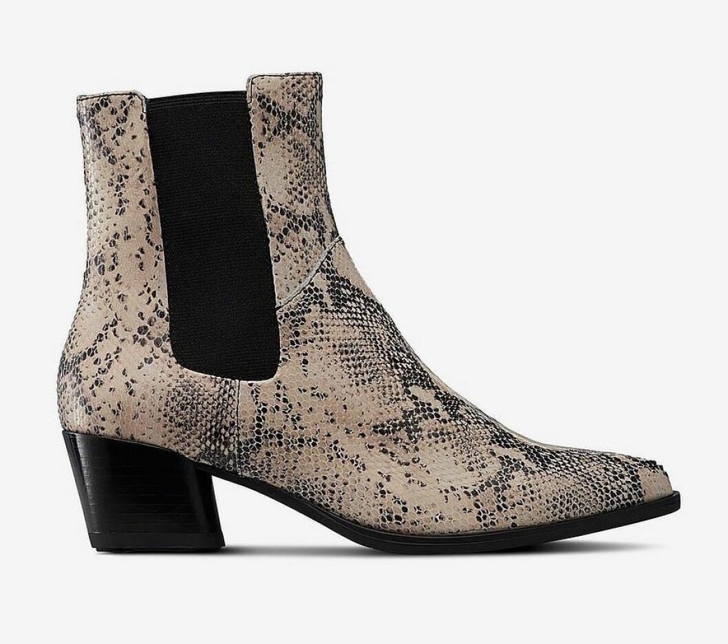 Ormskinnsmönstrade boots till våren 2019