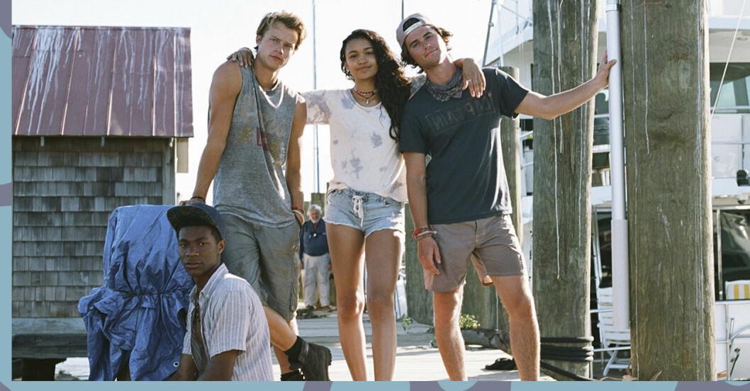 Ungdomarna i Outer Banks står på en brygga