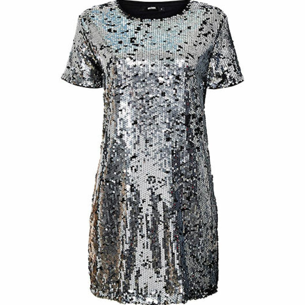 Silvrig paljettklännning i t-shirtmodell