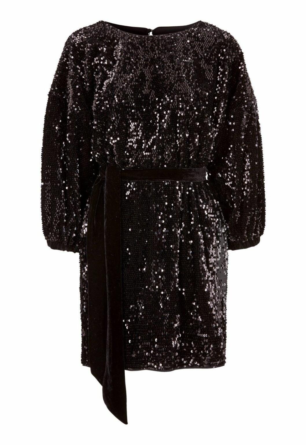 Svart paljettklänning till nyårsafton 2018