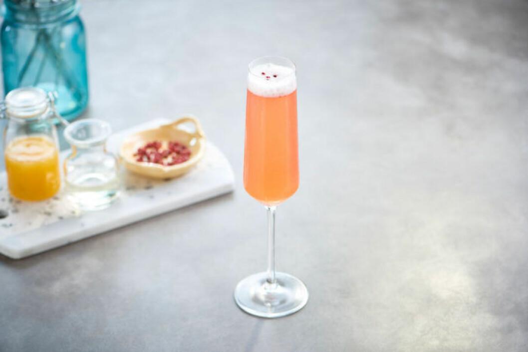 Hallon- och persikospritz med persikopuré.
