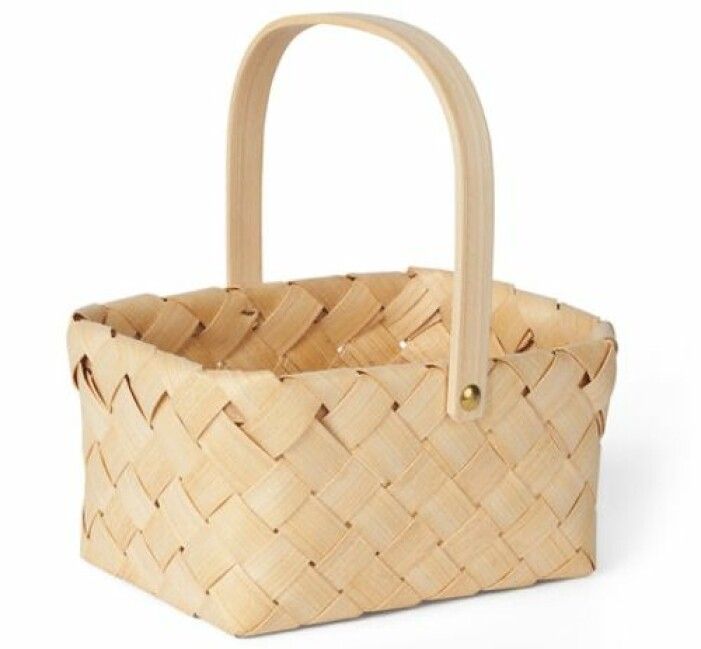 Liten picknickkorg i trä