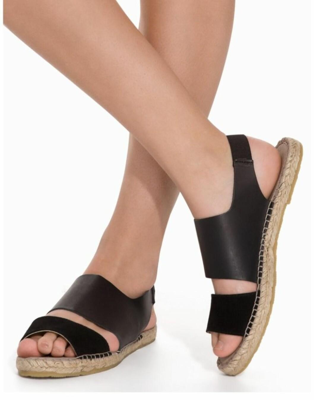 pieces svarta sandaler