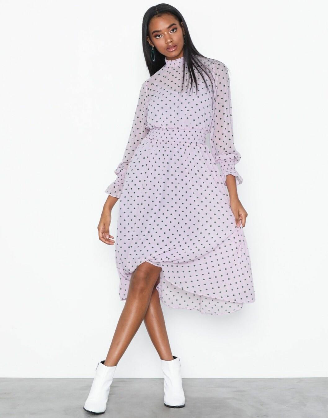 Lila klänning till bröllop 2019