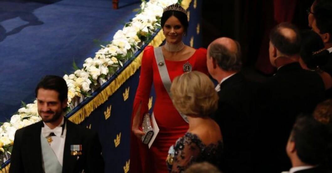 Klarröd klänning