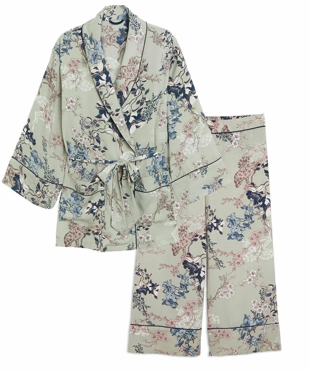 Blommig pyjamas till dam