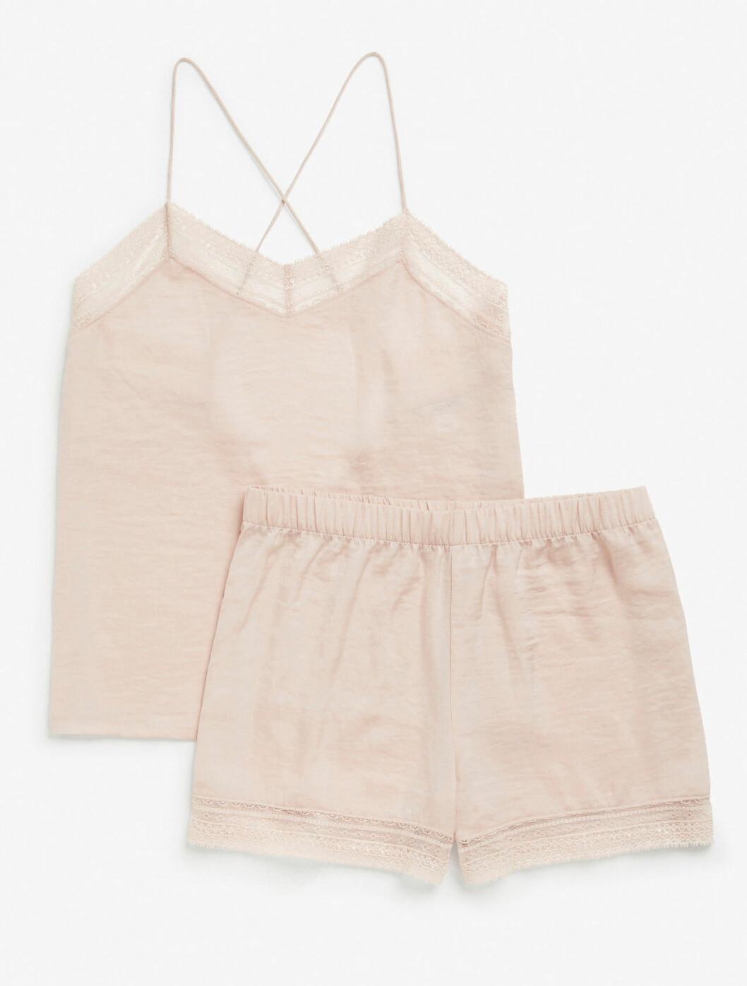 Rosa pyjamas med linne och shorts