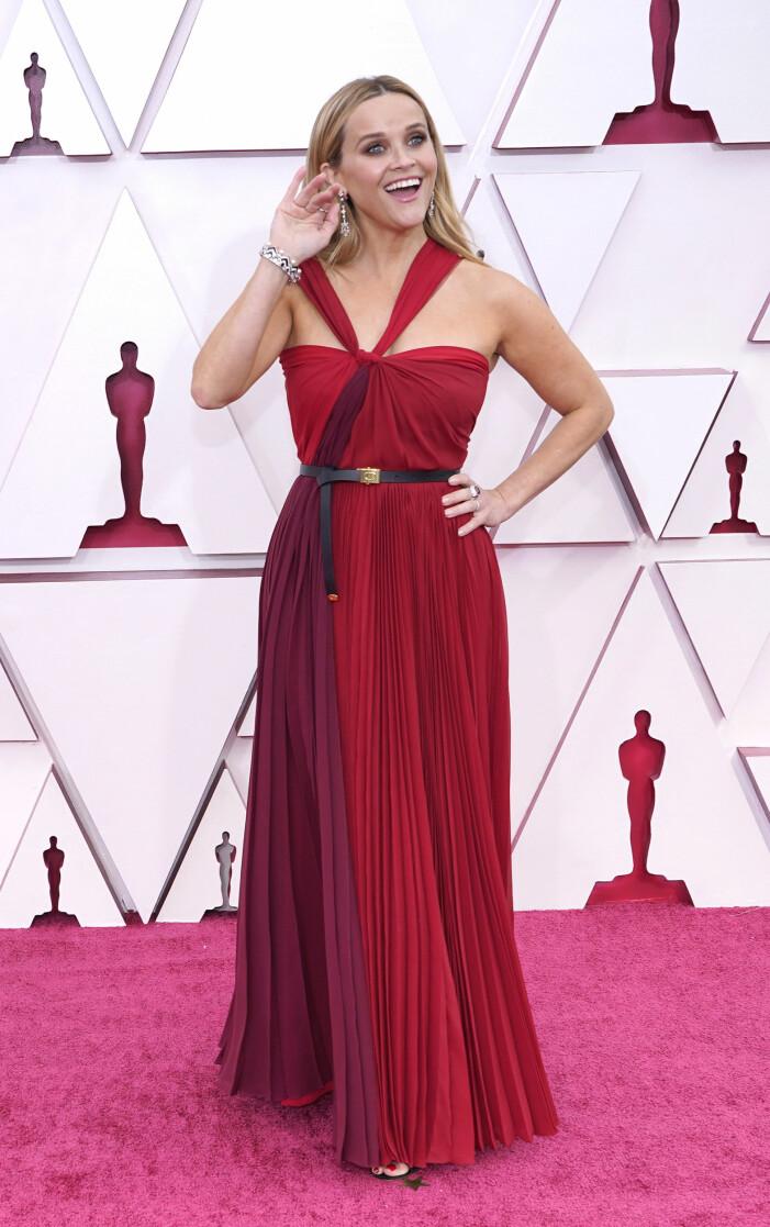 Reese Witherspoon på röda mattan på Oscarsgalan 2021