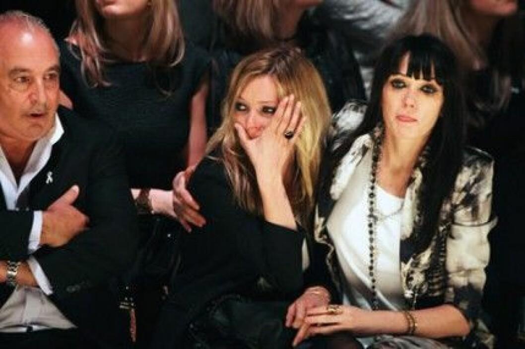 Kate Moss är rörd till tårar över Sir Philip Greens generösa bud.