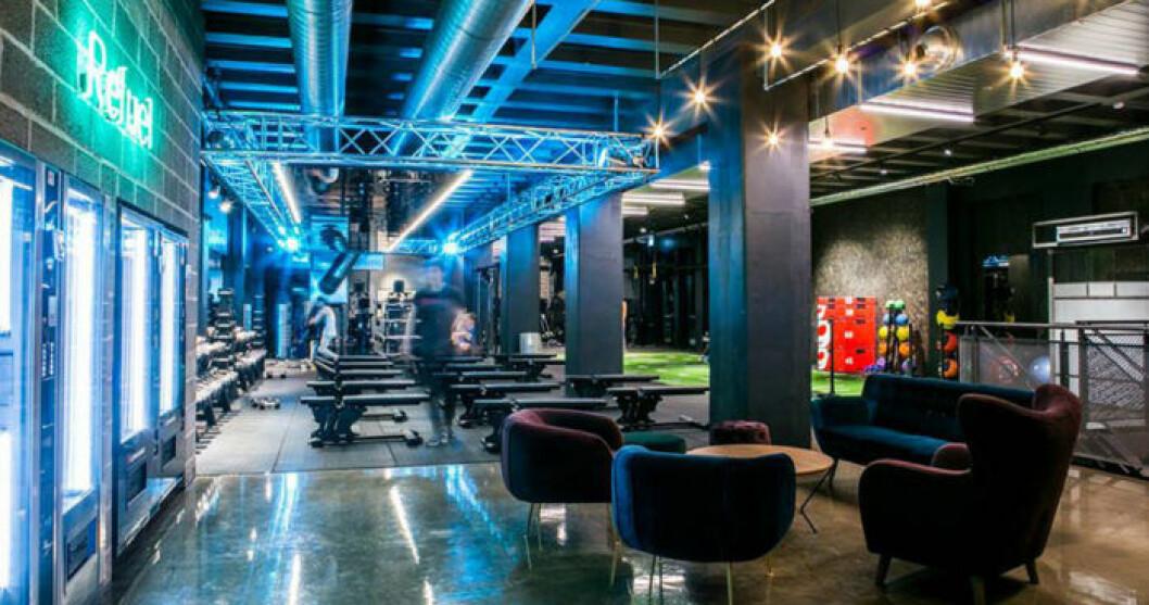 Ett gym med nattklubbsbelysning. Snart öppnar Repeat i Malmö.