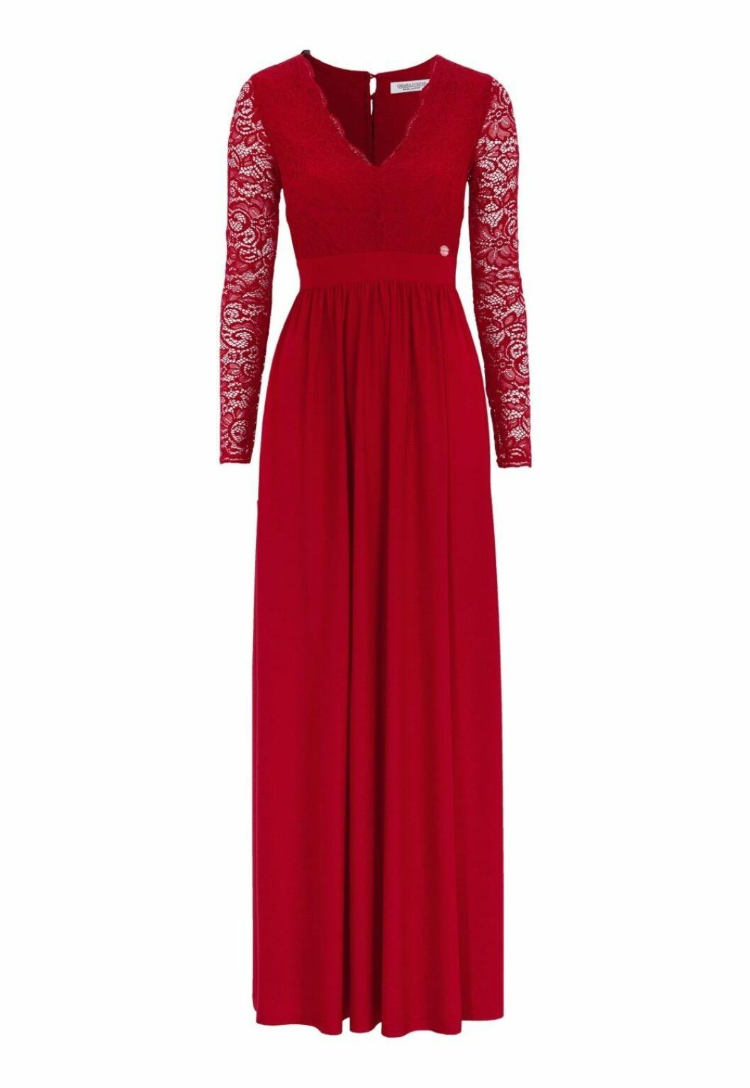 Röd balklänning i spets till 2019