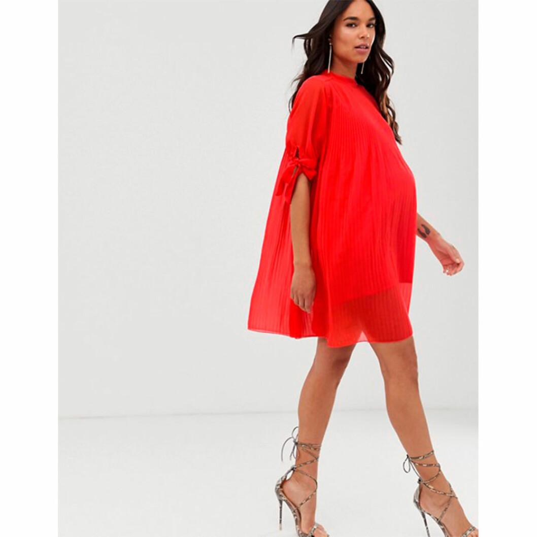 Röd sommarklänning för gravida från Asos