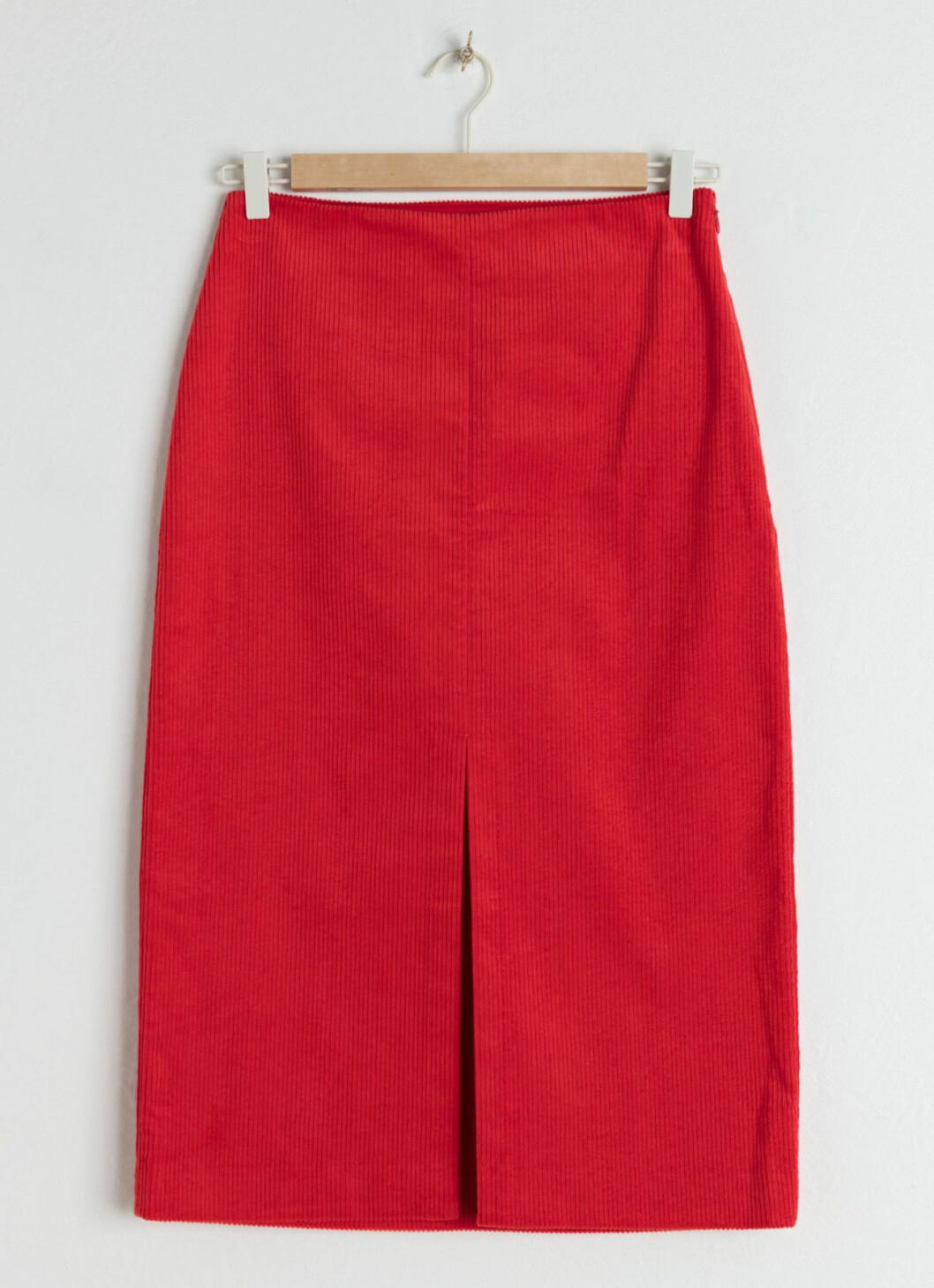 Röd kjol till hösten 2018