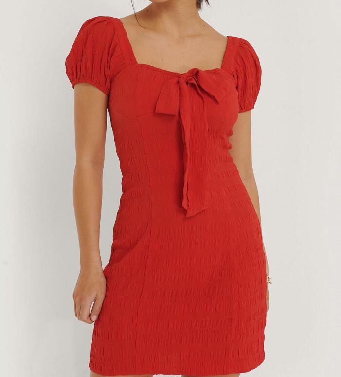 Röd klänning från NA-KD