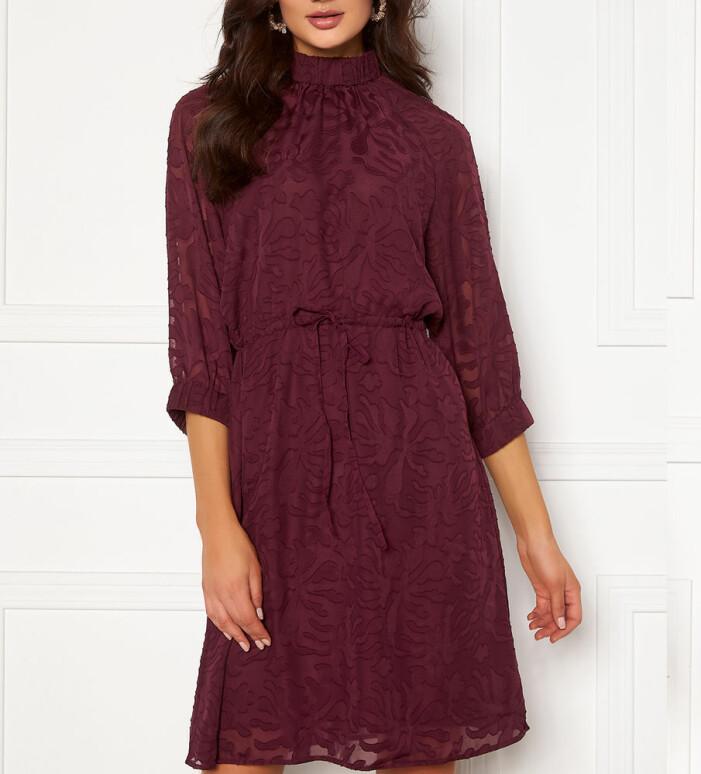 röd klänning från Selected Femme
