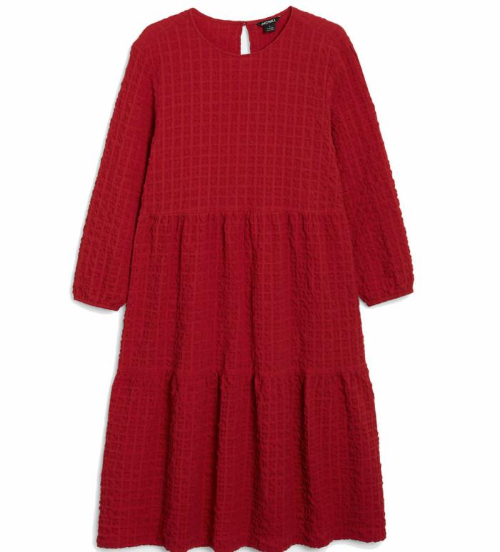 röd klänning med textur från Monki