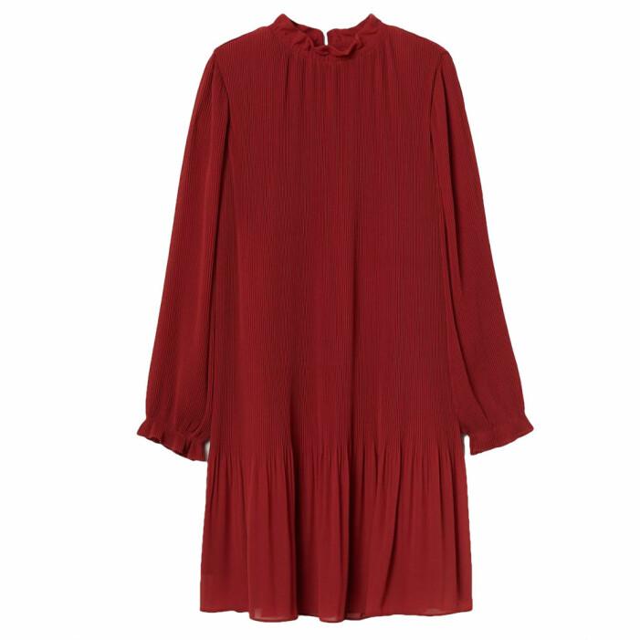 röd plisserad klänning från H&M