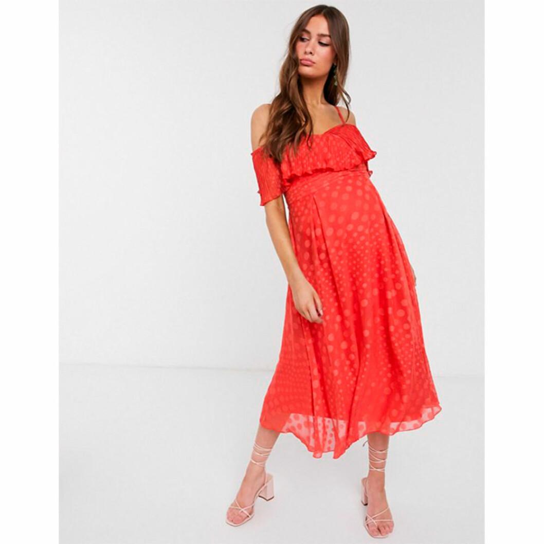 Röd prickig gravidklänning