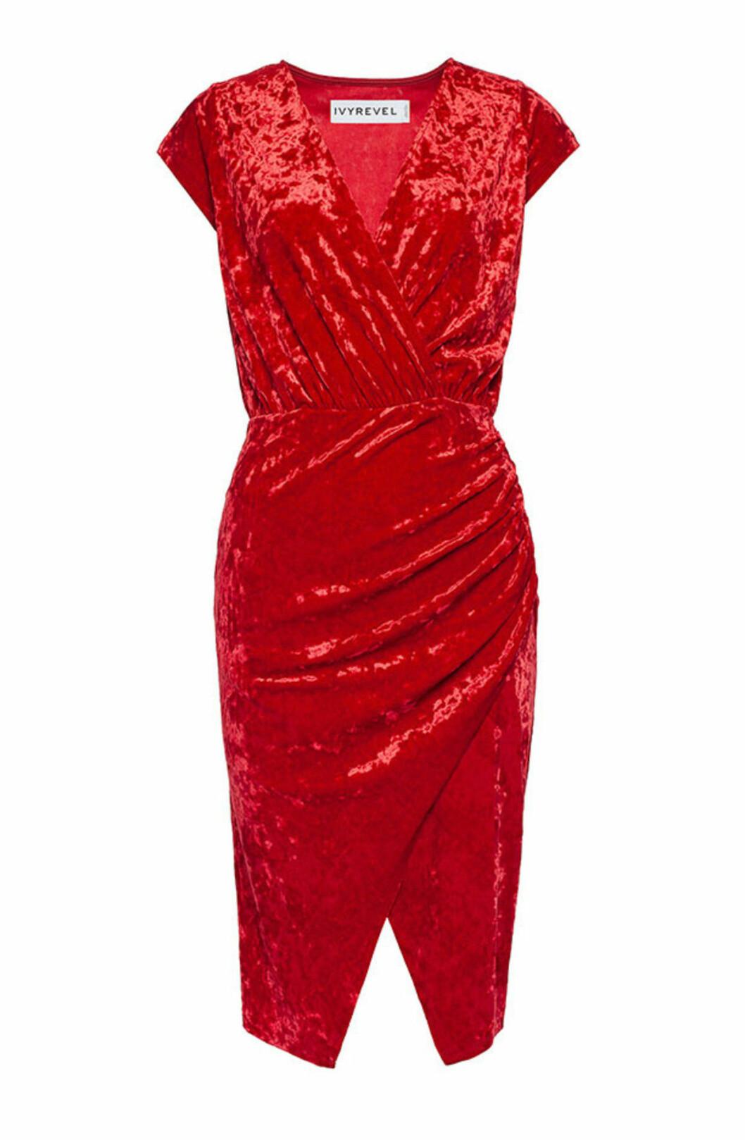 Röd sammetsklänning till julafton