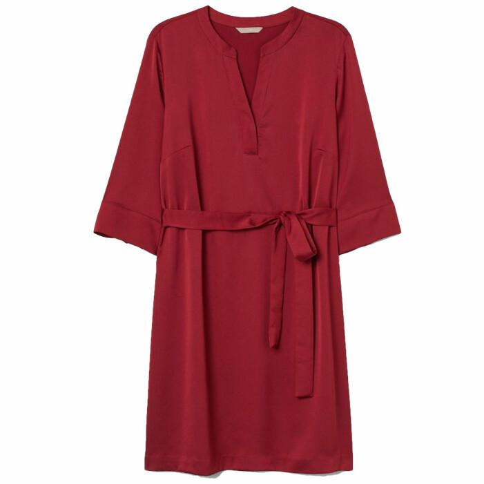 röd satinklänning från H&M